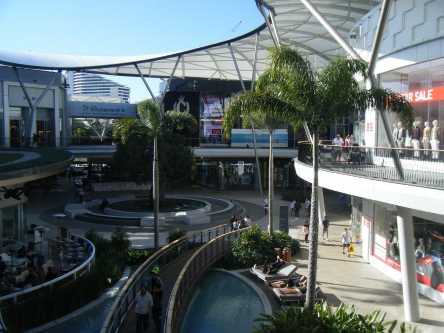 ショッピングセンターの中庭